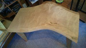 北海道産・カバ材テーブル